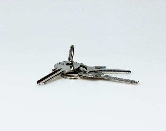 Schlüssel vom Eigenheim, dass durch das Darlehen finanziert wurde.