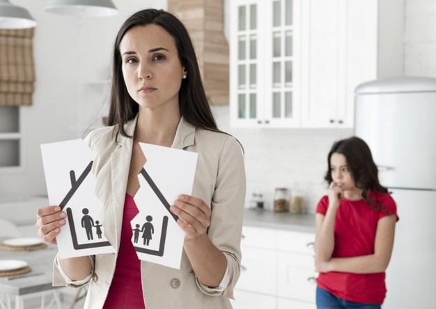 Frau und Kind bei Hausteilung nach Scheidung