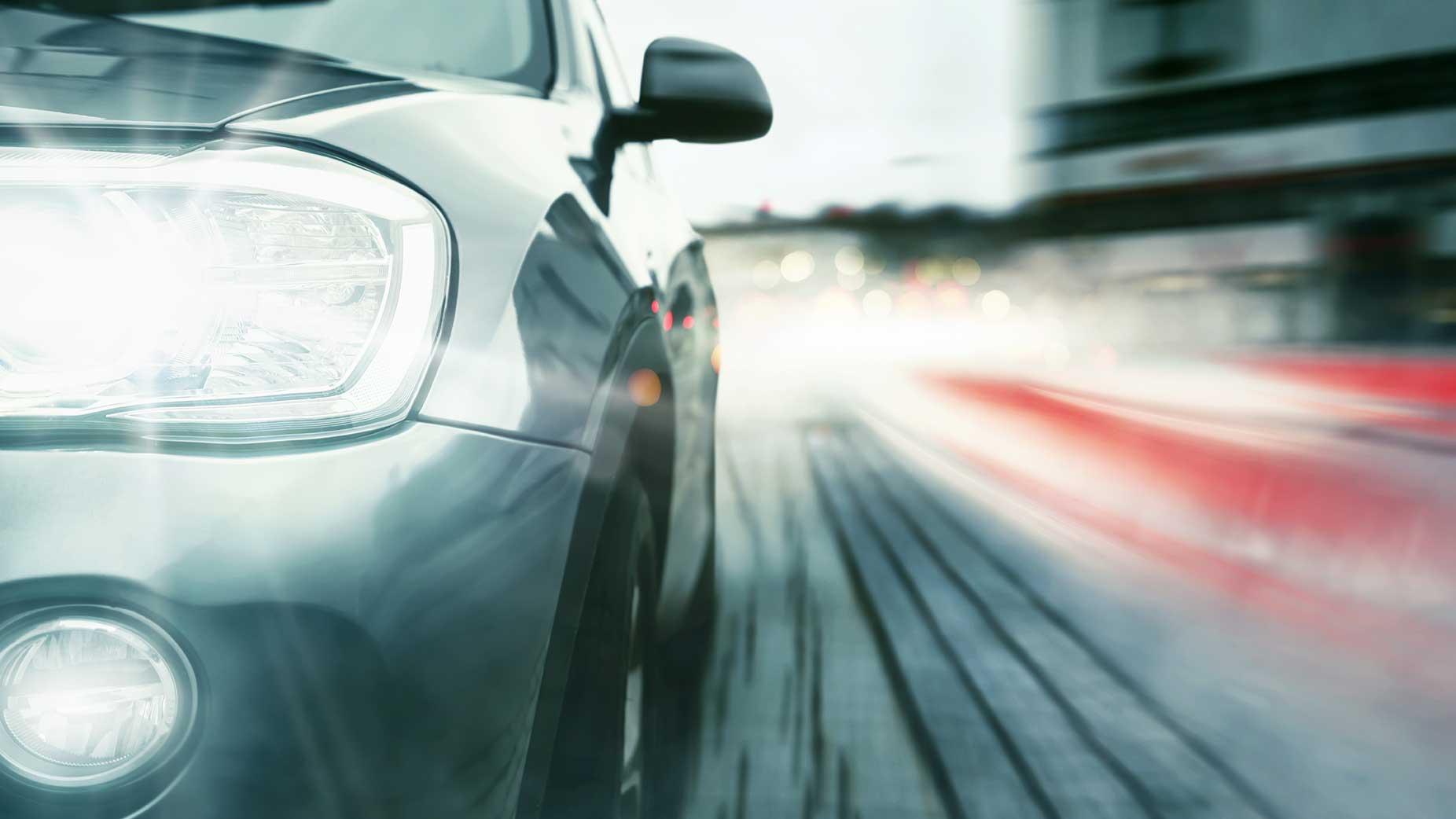 AltText: Eine erhebliche Geschwindigkeitsübertretung kann zu einem Fahrverbot führen.