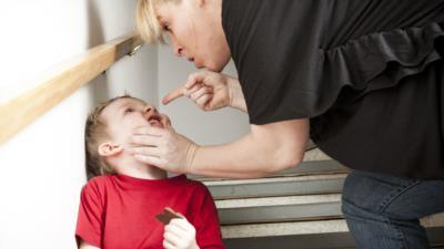 Gewalt in der Erziehung – Strafen und Möglichkeiten des Einschreitens - BERATUNG.DE