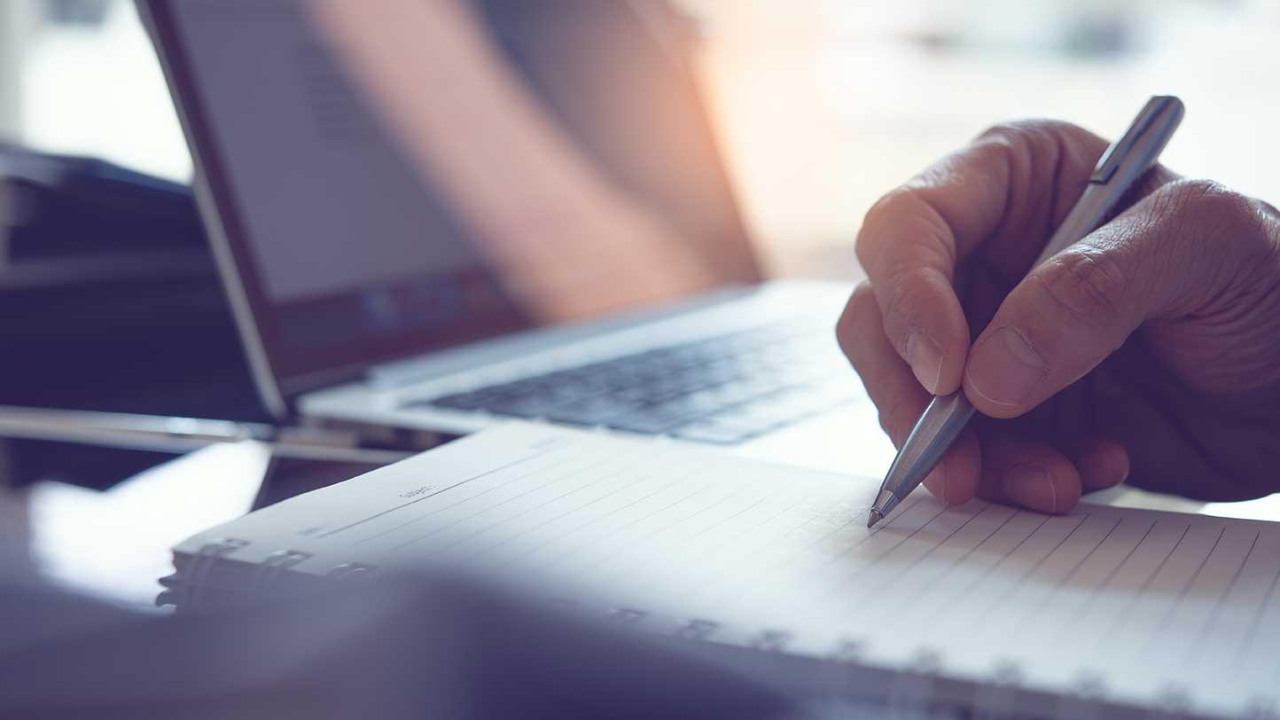 AltText: Notar erstellt notarielles Nachlassverzeichnis auf Antrag Pflichtteilsberechtigter