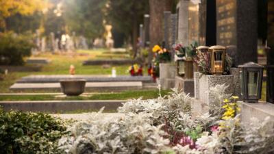 Checkliste Beerdigung & Bestattung – Trauerfeier richtig planen - BERATUNG.DE