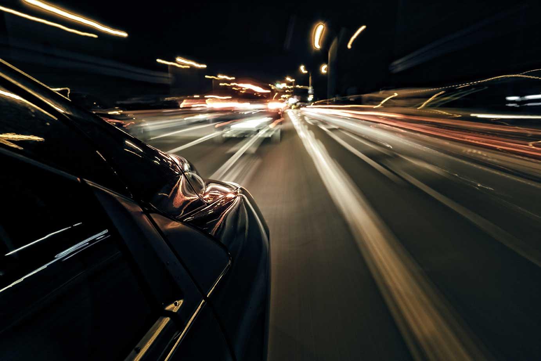 AltText: Illegale Autorennen gelten als Straftat Entzug der Fahrerlaubnis, Geld- und Freiheitsstrafen sind die Folge.