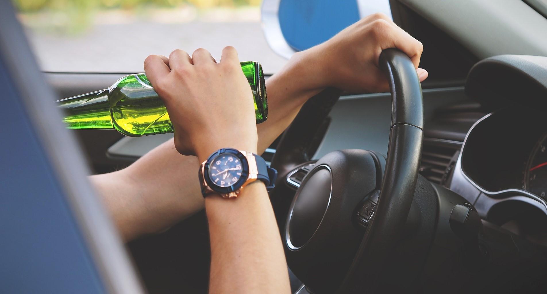 Alkohol am Steuer – diese Promillegrenzen und Sanktionen zählen