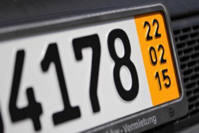 Kurzzeitkennzeichen – Beantragung, Gültigkeitsdauer und Kosten - BERATUNG.DE