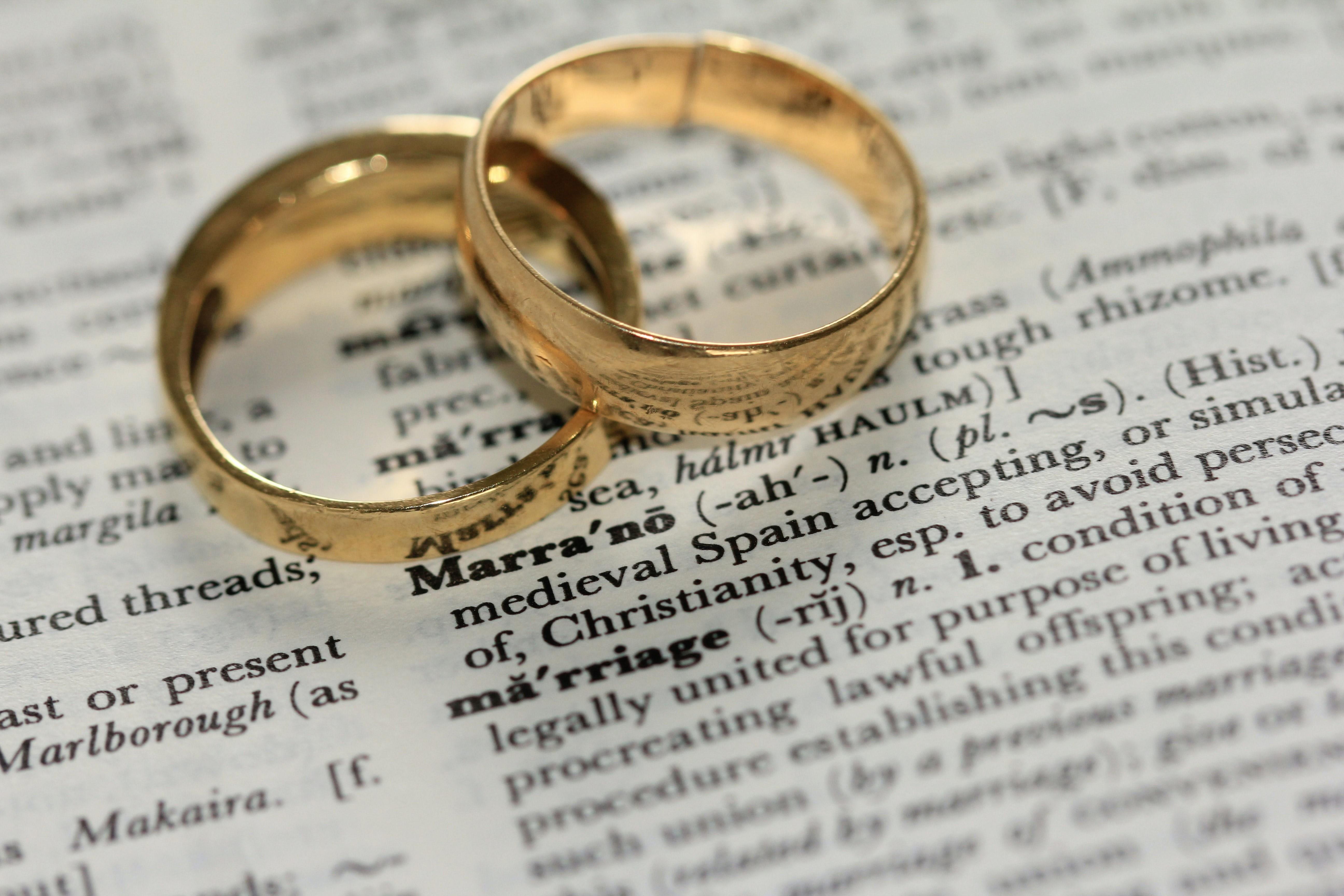 Erbrecht des Ehegatten – Was sagt das Gesetz? - BERATUNG.DE