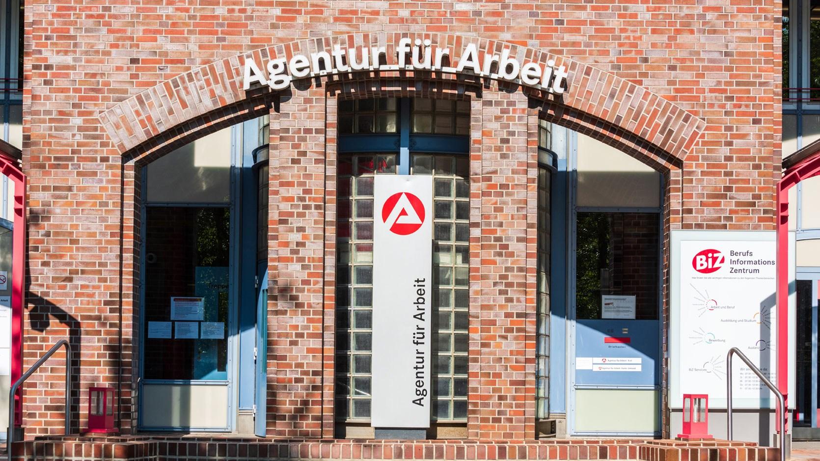 AltText: Das Gebäude der Agentur für Arbeit.